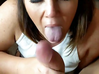 BBW milf takes dick in her mouth