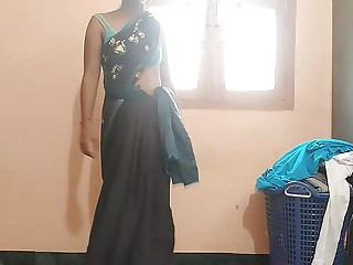 Indian Housewife Tempted Chum Neighbor uncle in bed room