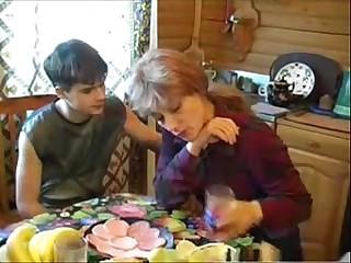 Elizabeth A - russian comme ci mom fucks young boy
