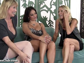3 Stacked Horny MILFs Love Being Slutty Together!